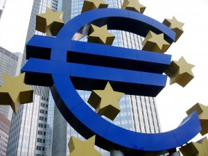 Image of the euro symbol in front of the seal of the ECB